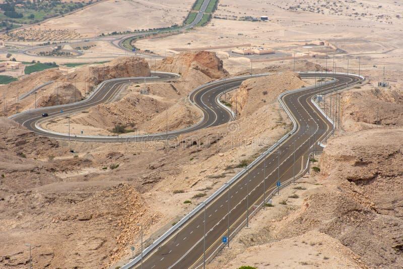 Ponto de vista da estrada torcida em Jebal Hafeet aka Jebel Hafit em Al Ain, UAE imagens de stock