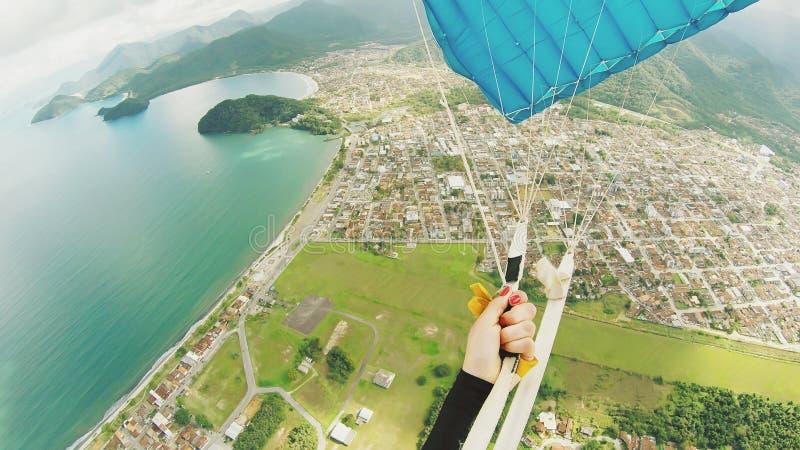 Ponto de vista da mulher do paraquedas fotografia de stock royalty free
