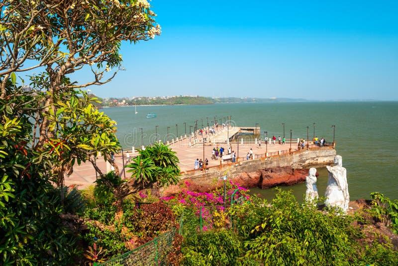 Ponto de vista do cabo de Dona Paula, Goa foto de stock