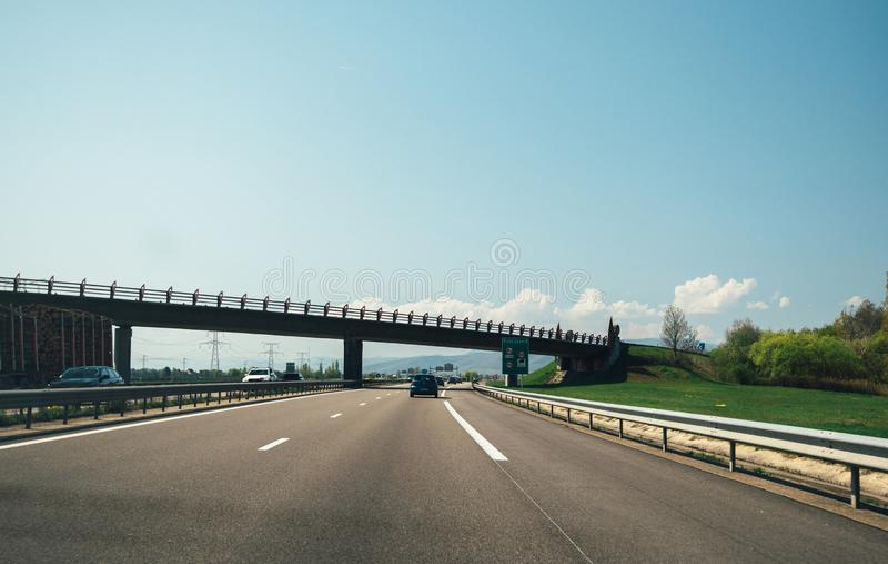 Ponto de vista POV do motorista na estrada francesa fotografia de stock