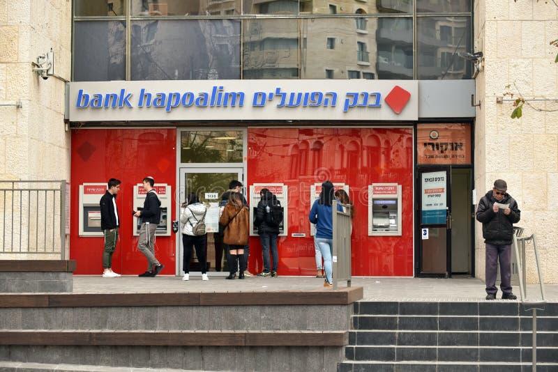 Ponto do dinheiro no ramo do banco Hapoalim imagem de stock