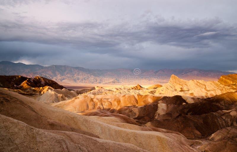 Ponto do Vale da Morte Zabriske da cordilheira de Amargosa do ermo do nascer do sol fotografia de stock royalty free