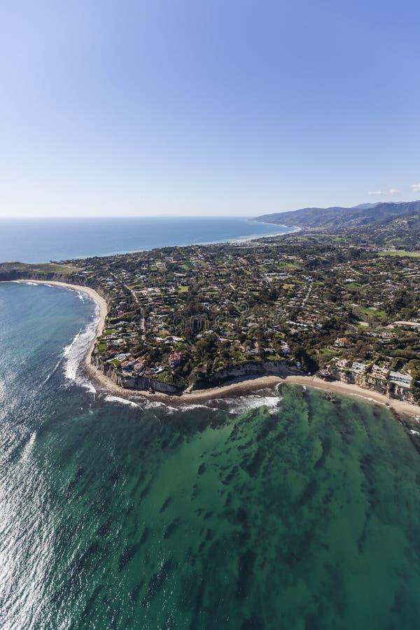 Ponto Dume de Malibu e antena do Oceano Pacífico imagens de stock royalty free