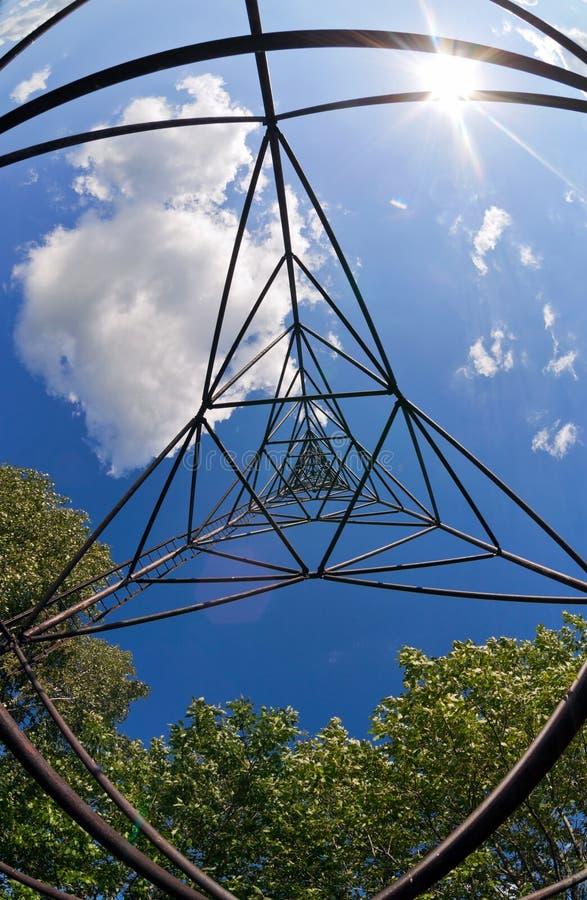 Download Ponto Geodésico De Encontro Ao Céu Azul. Imagem de Stock - Imagem de rússia, inside: 26509073