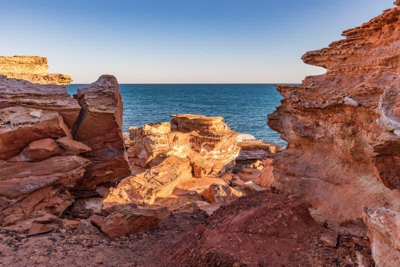 Ponto no por do sol, Broome de Gantheaume, Kimberley, Austrália Ocidental, Austrália imagens de stock