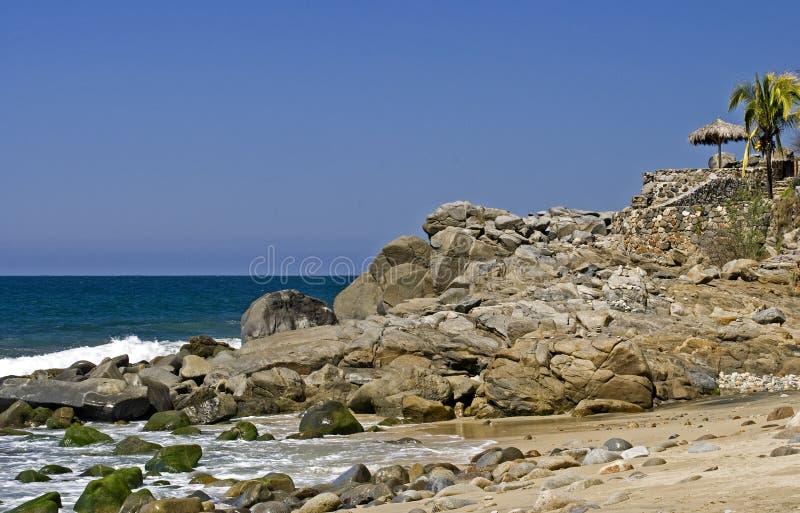 Ponto rochoso pelo Oceano Pacífico foto de stock royalty free