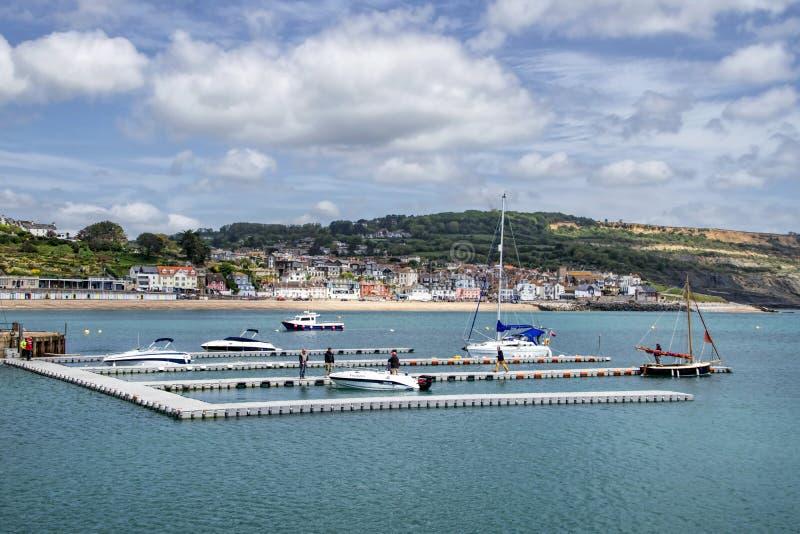 Ponton på Lyme Regis - Maj 2015 arkivbild