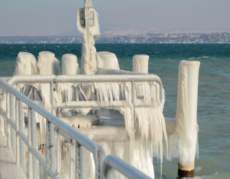 Pontone entro l'inverno, Versoix, Switerland fotografie stock