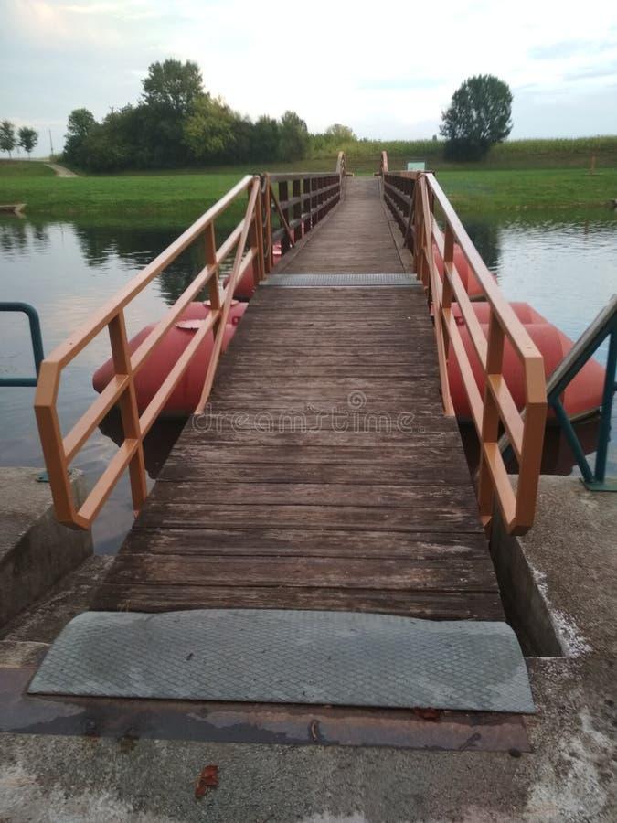 Pontonu most w Karlovac fotografia stock