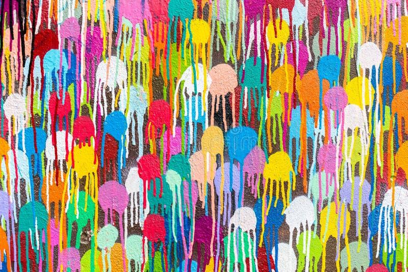 Pontos da pintura da cor na parede imagens de stock royalty free