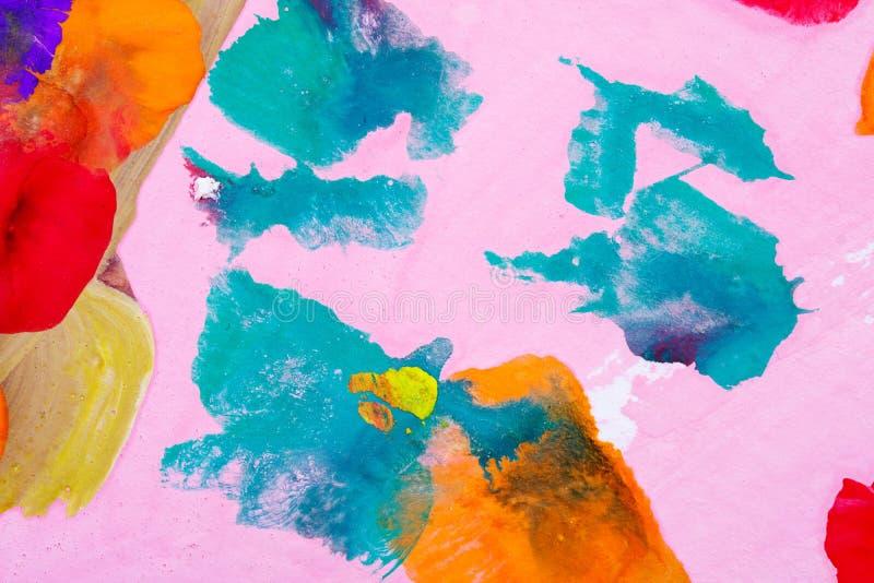 Pontos da pintura no close-up cor-de-rosa do fundo fotografia de stock