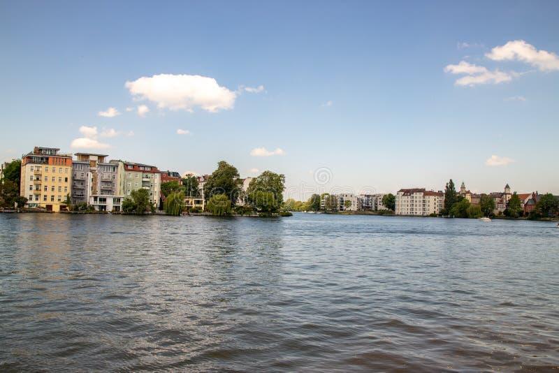 Pontos de vista românticos do rio Dahme e Spree em Berlim Koepenick imagem de stock royalty free