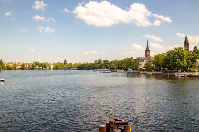 Pontos de vista românticos do rio Dahme e Spree em Berlim Koepenick fotos de stock