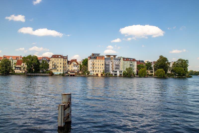 Pontos de vista românticos do rio Dahme e Spree em Berlim Koepenick fotos de stock royalty free