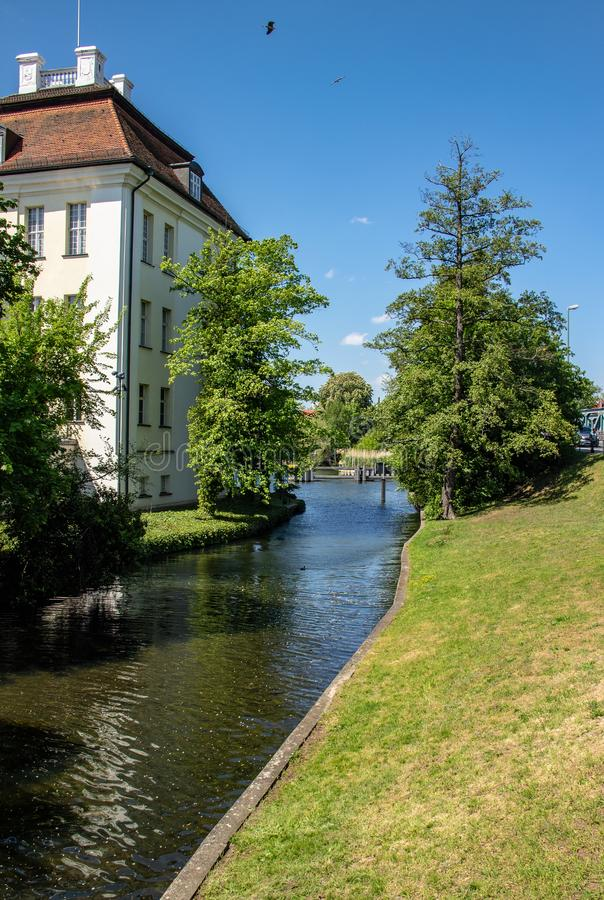 Pontos de vista românticos do rio Dahme e Spree em Berlim Koepenick imagem de stock