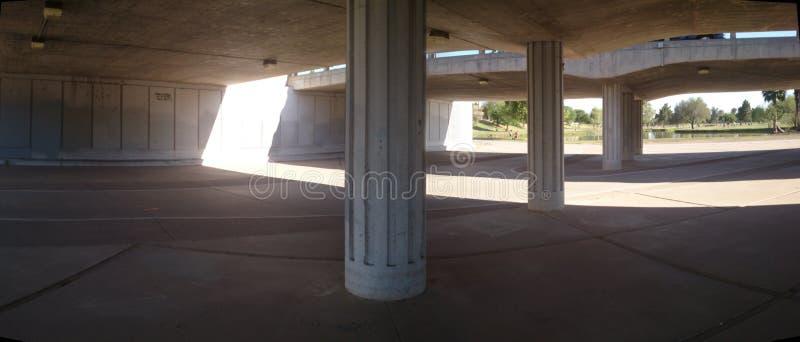 Ponts au-dessus d'une zone de contrôle d'inondation (rivière) à Scottsdale Arizona photo stock