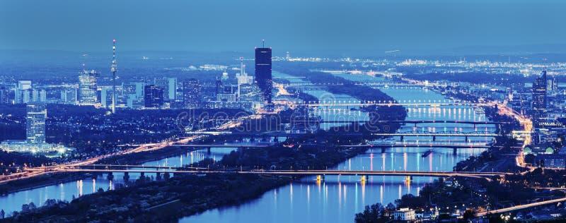 Ponts sur le Danube à Vienne image stock