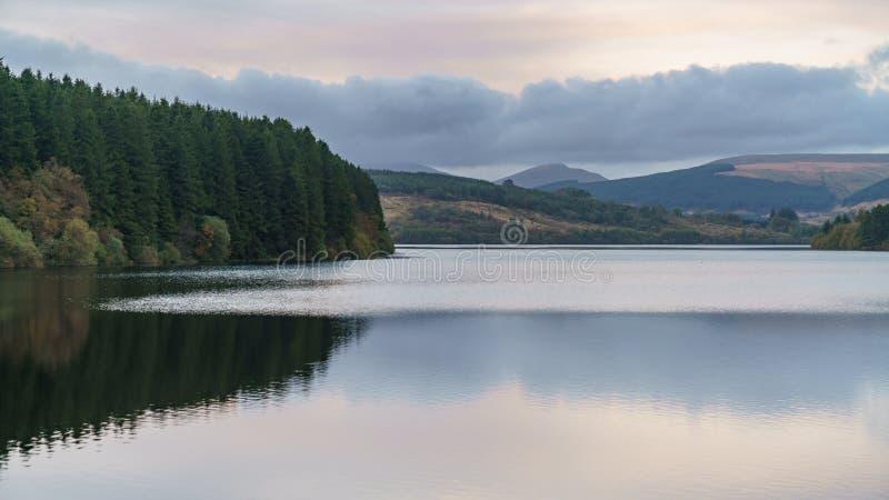 Pontsticill水库,梅瑟蒂德菲尔,中格拉摩根,威尔士,英国 免版税库存照片