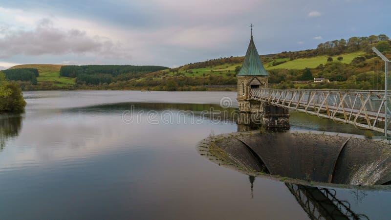 Pontsticill behållare, Merthyr Tydfil som är mitt- - glamorgan, Wales, UK royaltyfri fotografi