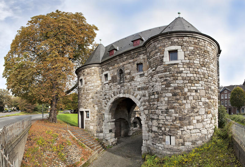 Ponttor -中世纪城市门在亚琛 免版税库存照片