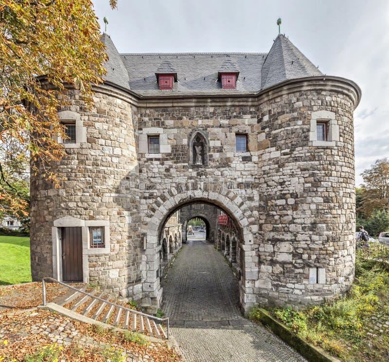 Ponttor - middeleeuwse stadspoort in Aken royalty-vrije stock afbeelding