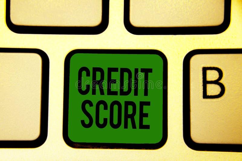 Pontuação de crédito do texto da escrita da palavra Conceito do negócio para Represent a capacidace de empréstimo de um verde ind imagens de stock royalty free