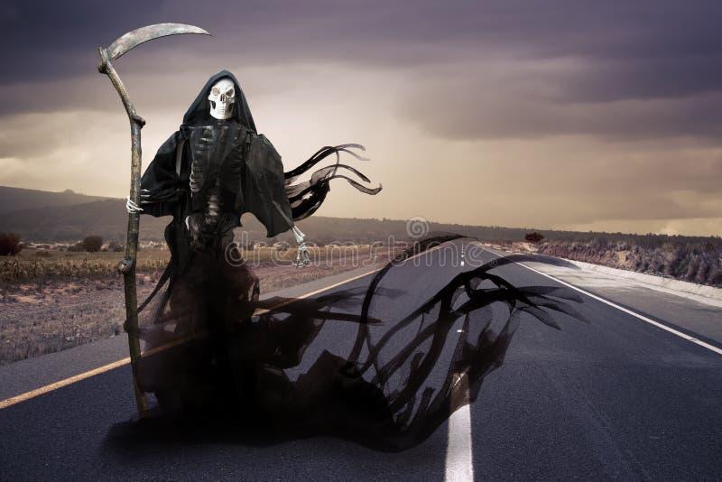 Ponury reaper/anioł śmierć na łące obrazy stock