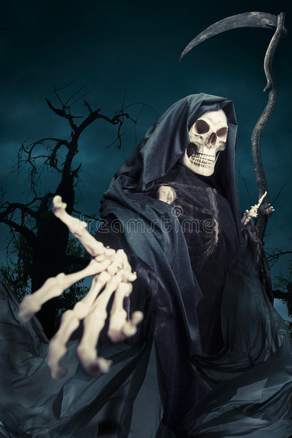 Ponury reaper/anioł śmierć przy noc obraz stock