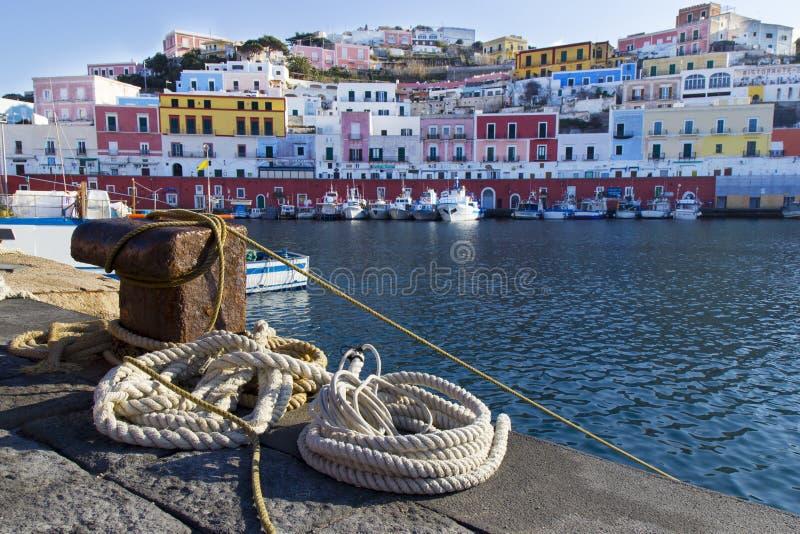 Ponza-Hafen lizenzfreies stockfoto