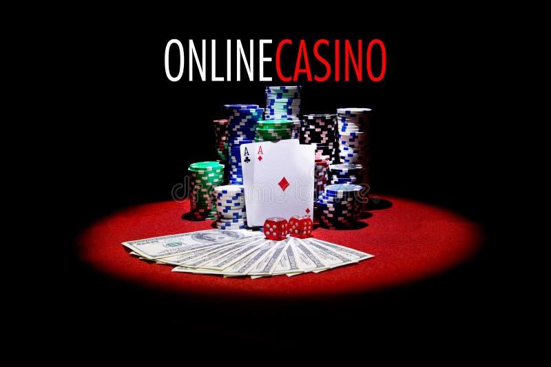 Pookkaarten, dollars en het gokken spaanders op rode lijst royalty-vrije stock foto