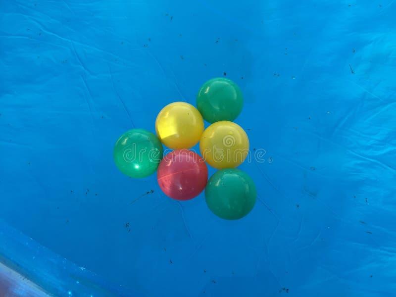 Pool auf einem Pool lizenzfreie stockfotos