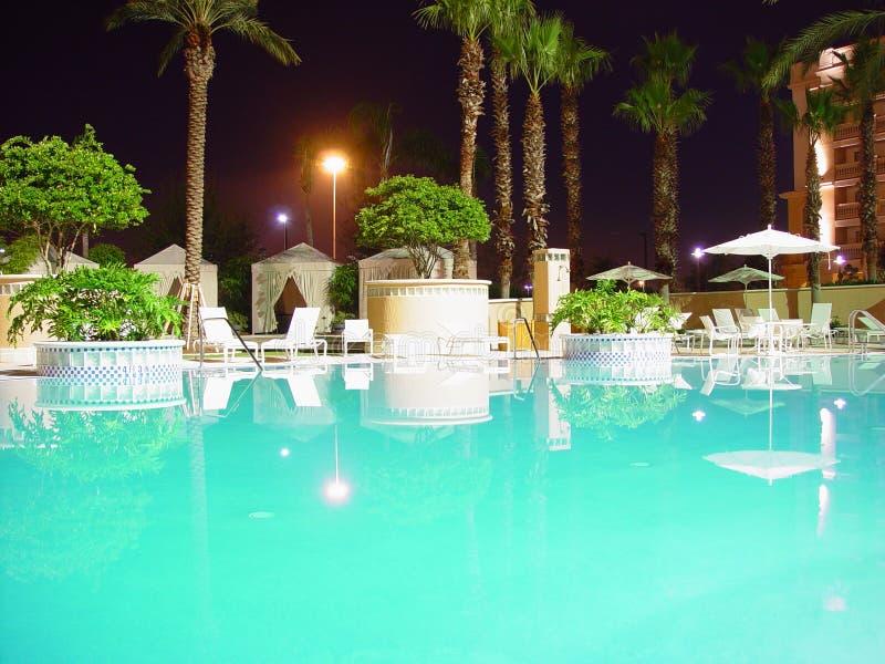 Pool bis zum Night stockbilder