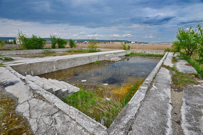 Pool bleibt von den Someseni-Bädern nahe Klausenburg stockbild
