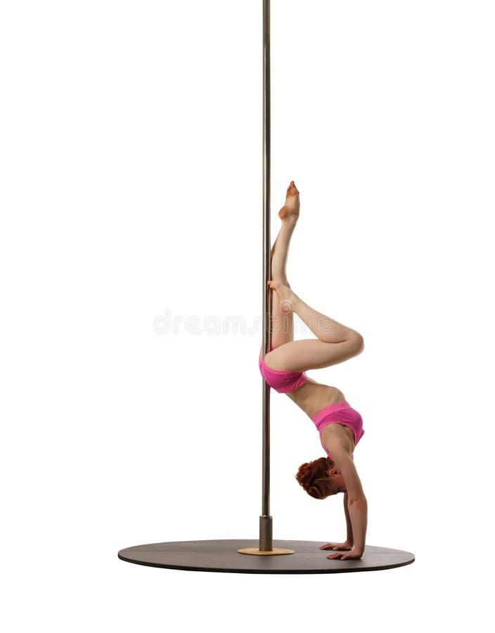 Pool-dans Roodharige vrouw die handstand doen royalty-vrije stock foto's