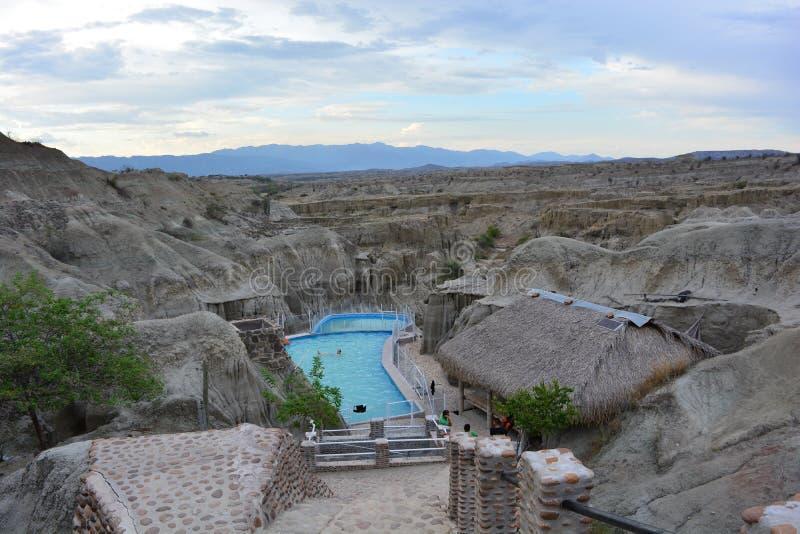 Pool in der Tatacoa-Wüste, in Neiva, Kolumbien stockbild