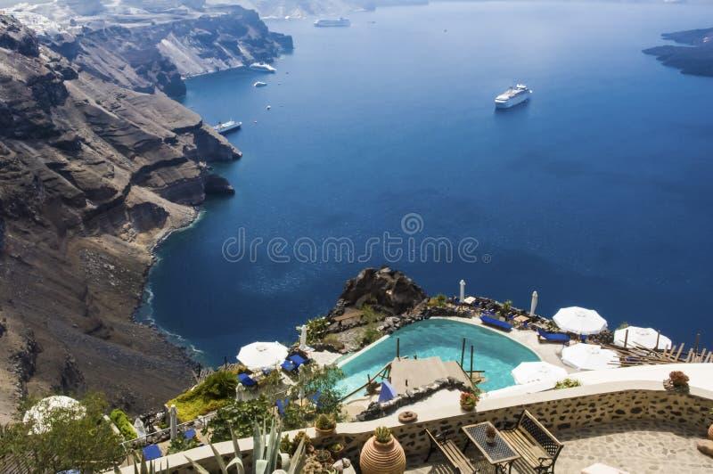 Pool Des Kleinen Hotels In Santorini, Griechenland, Mit Ansicht über ...
