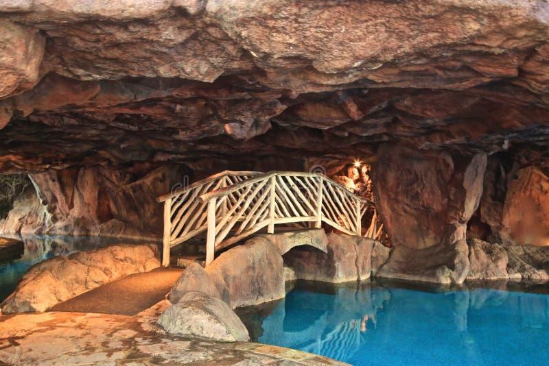 Pool in einer Höhle stockfotos