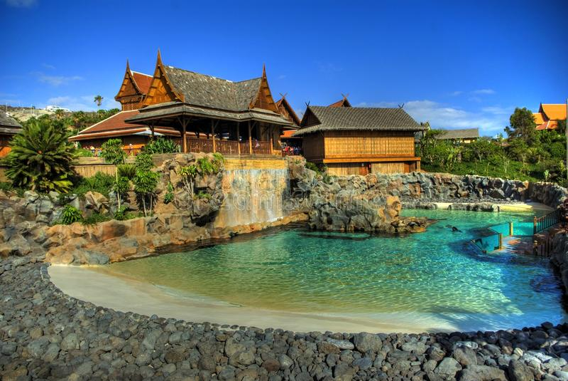 Pool en verbindingen in het Park van Siam, Tenerife stock afbeeldingen
