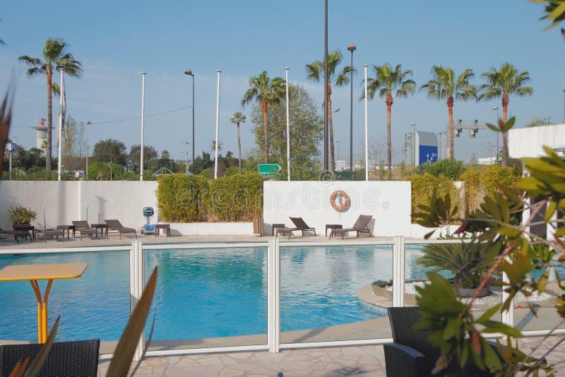 Pool im Hotel in der Stadt Nett, Frankreich lizenzfreie stockfotografie