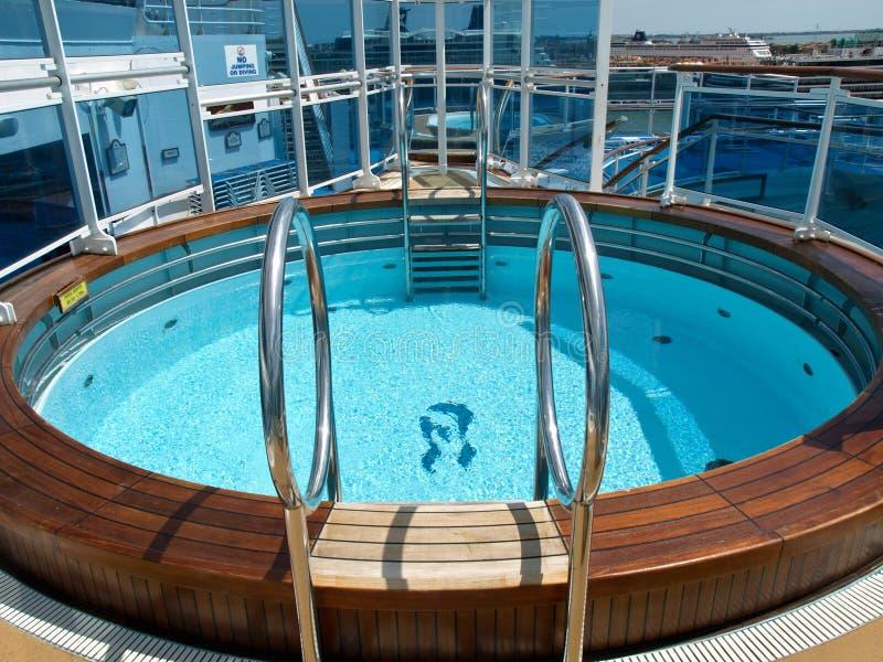 Pool op het schip royalty-vrije stock fotografie