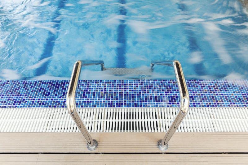 Pool trappa fotografering för bildbyråer