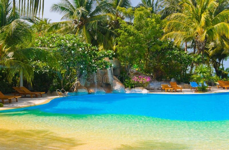 pool und wasserfall im hotel stockfoto bild von meer ozean 12181984. Black Bedroom Furniture Sets. Home Design Ideas