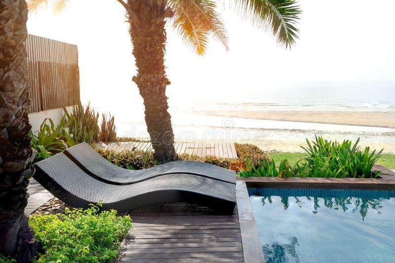 Poolbed in Beachfront royalty-vrije stock foto