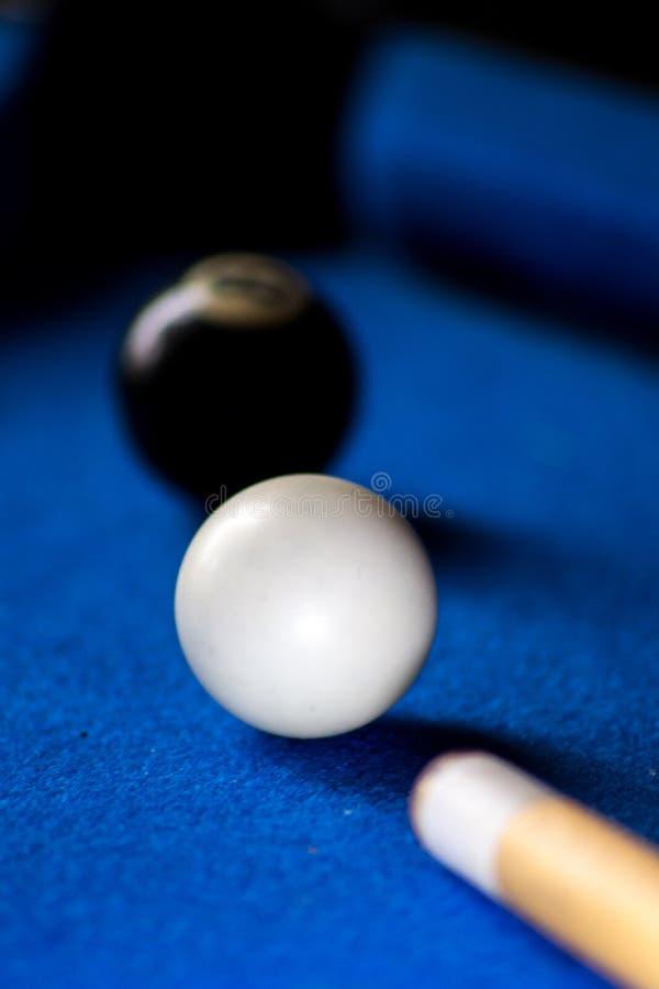 Poolbillardkugeln auf blauem Tabellensport-Spielsatz Snooker, Poolspiel lizenzfreie stockfotografie