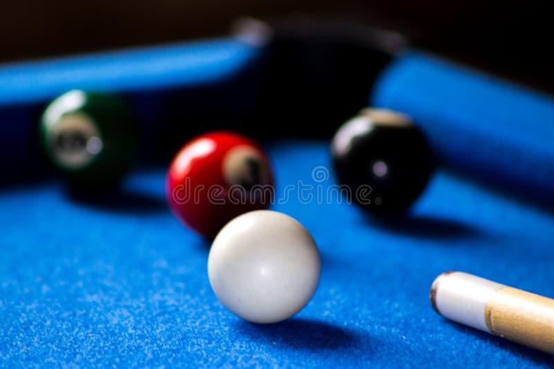 Poolbillardkugeln auf blauem Tabellensport-Spielsatz Snooker, Poolspiel stockfoto