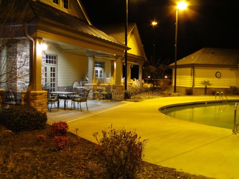 Poolhouse przy nocą zdjęcie stock