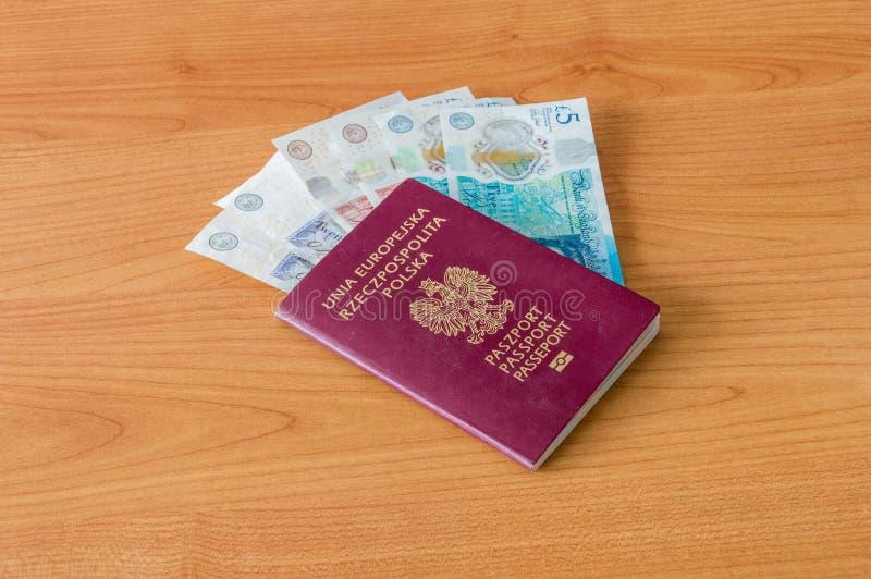 Pools biometrisch paspoort en Britse Munt, Pond Sterling royalty-vrije stock afbeeldingen