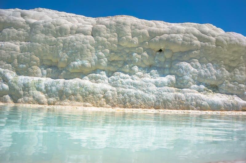 Pools en terrassen in Pamukkale, Turkije stock foto