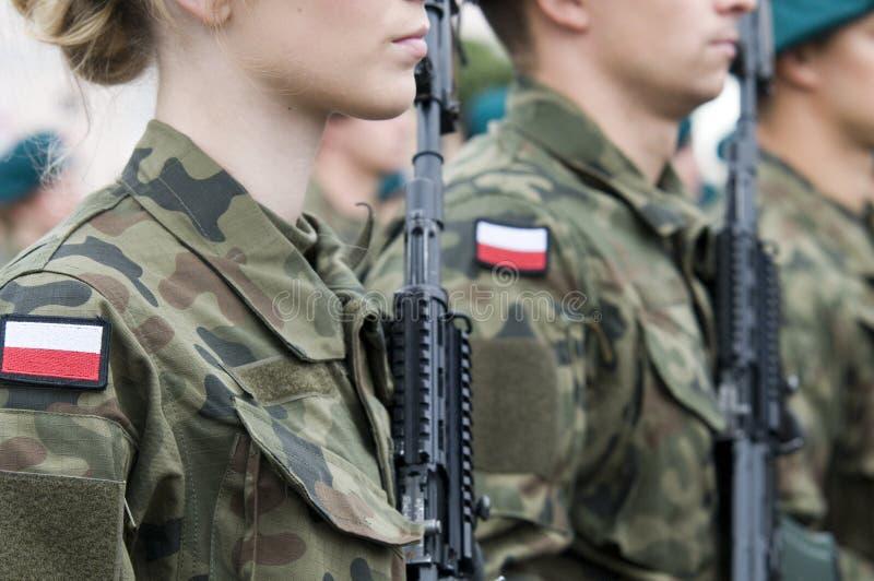 Poolse legertroep met vrouwen stock foto's