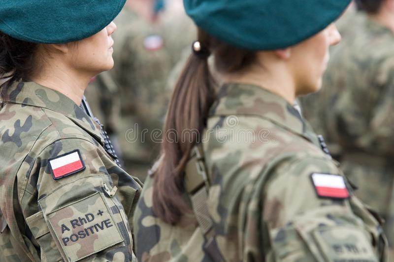 Poolse legertroep met vrouwen stock afbeelding